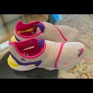 Nike women's free run flyknit sneakers BRAND NEW!